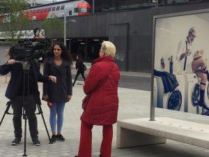 Menschenbilder 2019 Wien, Renate Medwed im Interview mit W24, Titel: Neulich im Waschsalon, Model Martino, Renate Medwed ,Medwed-people